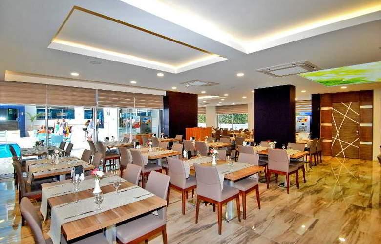 Kleopatra Ramira Hotel - Restaurant - 5