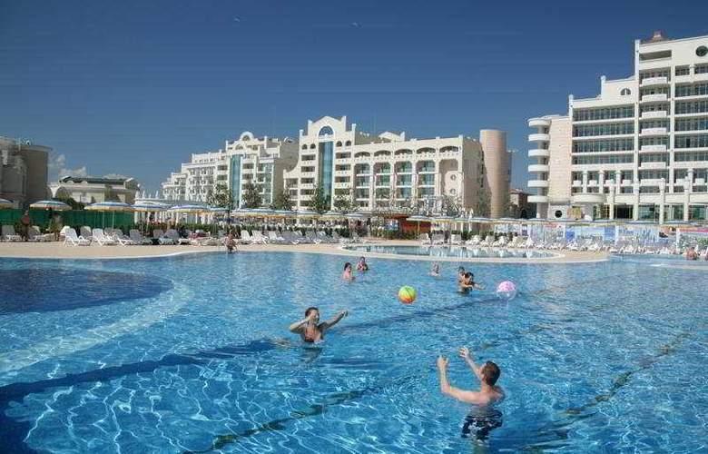 Sunset Resort - Pool - 9
