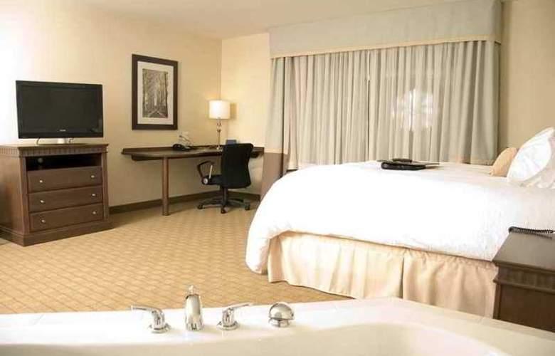 Hampton Inn Hotel & Suites - Hotel - 6