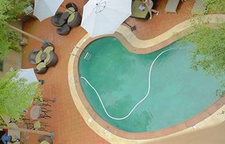 Victoria Crown Plaza - Pool - 3