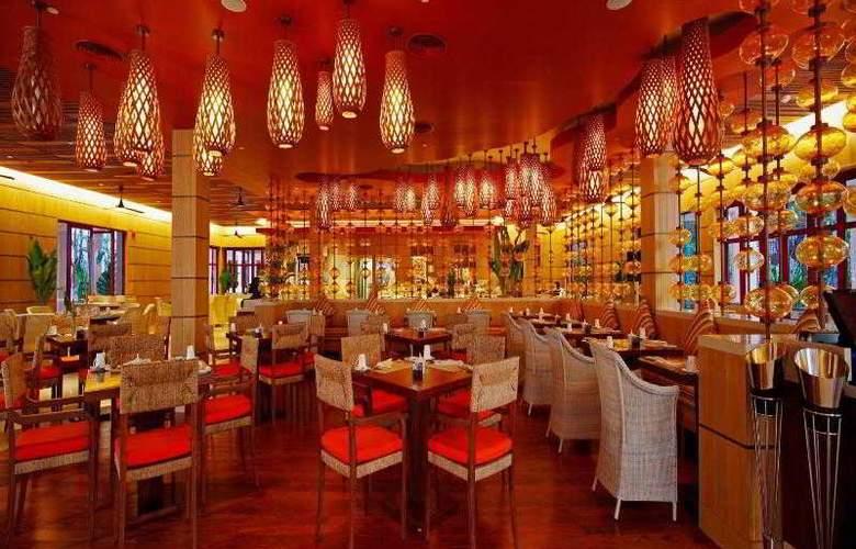 Centara Grand Beach Resort Phuket - Restaurant - 42