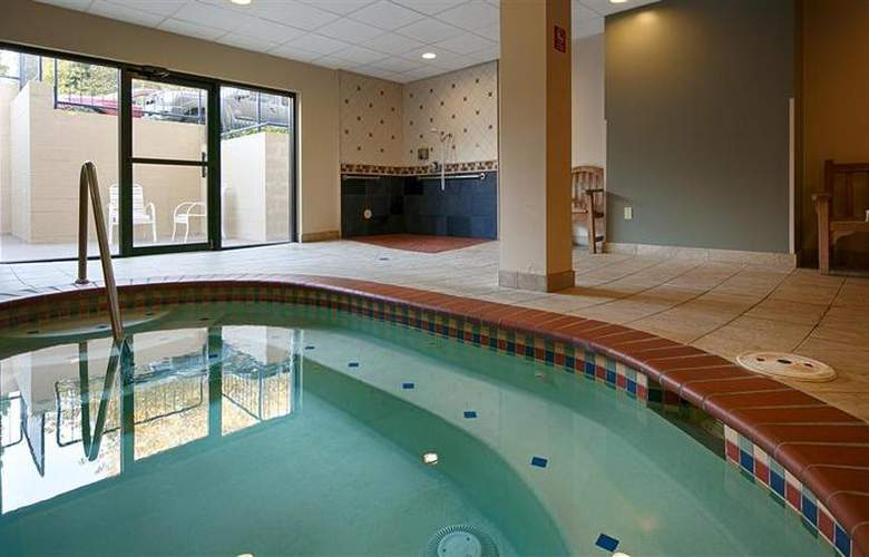 Best Western Loyal Inn - Pool - 33