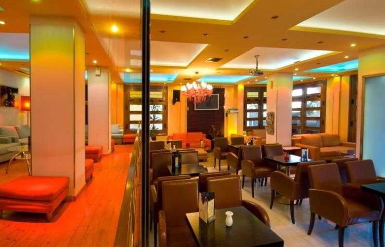 Phoenix - Restaurant - 7