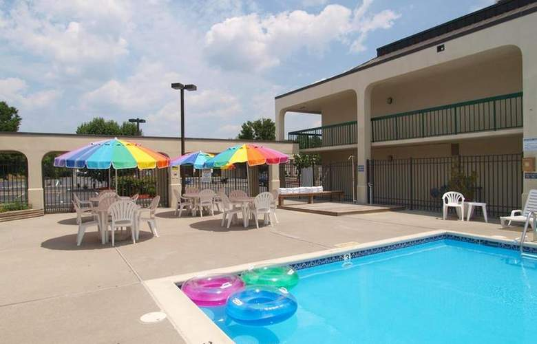 Best Western Salisbury Plaza - Pool - 22