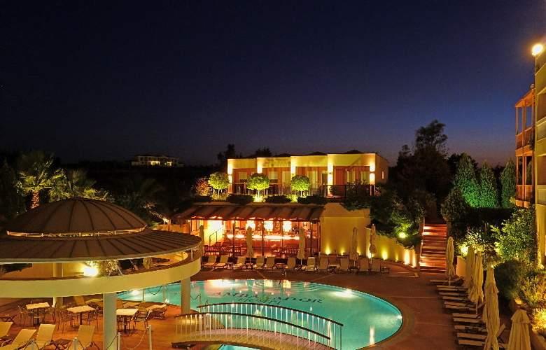 Ambassador Hotel - Pool - 18