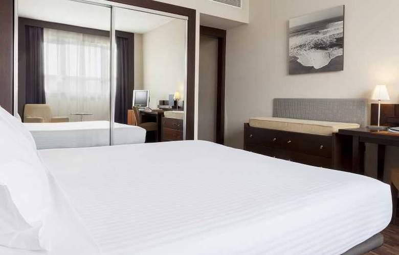 AC Ciudad de Sevilla - Room - 13