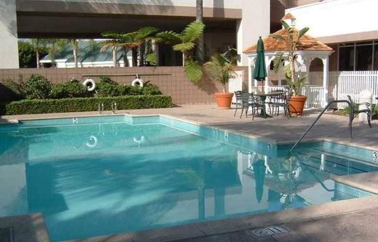 Courtyard Los Angeles Baldwin Park - Hotel - 16