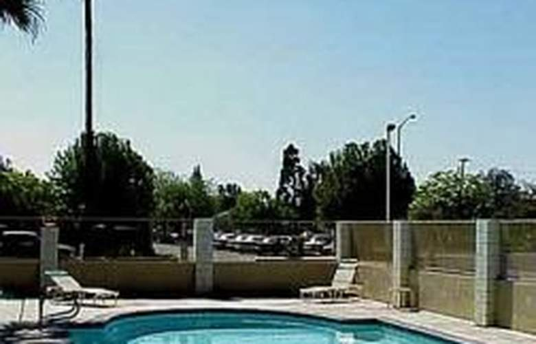 Madera Valley Inn - Pool - 2