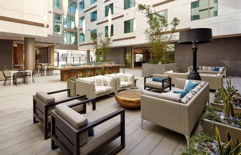 Hilton Garden Inn San Diego Downtown/Bayside - Terrace - 18