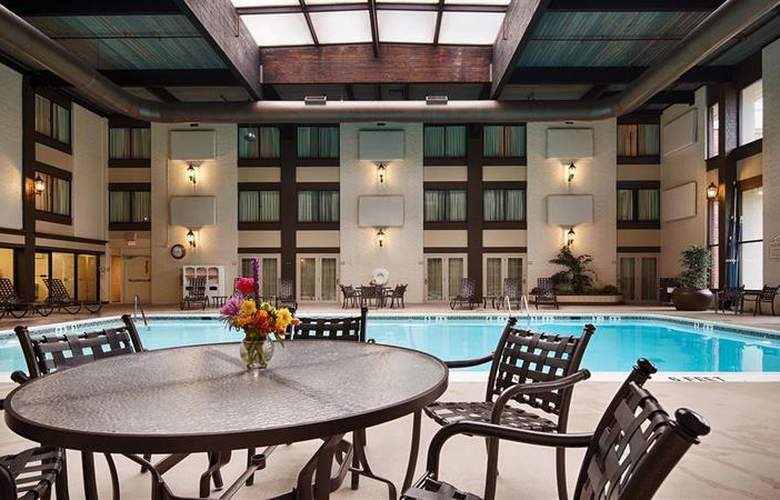Best Western Premier The Central Hotel Harrisburg - Pool - 48