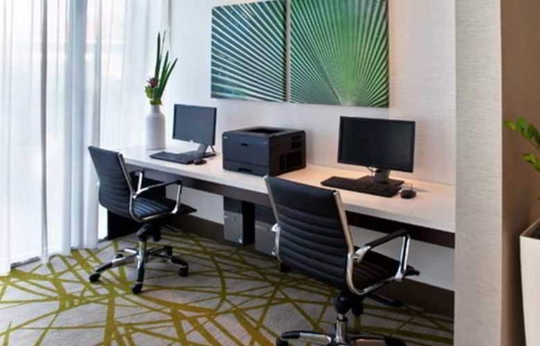 Comfort Suites Miami Airport North - Hotel - 1