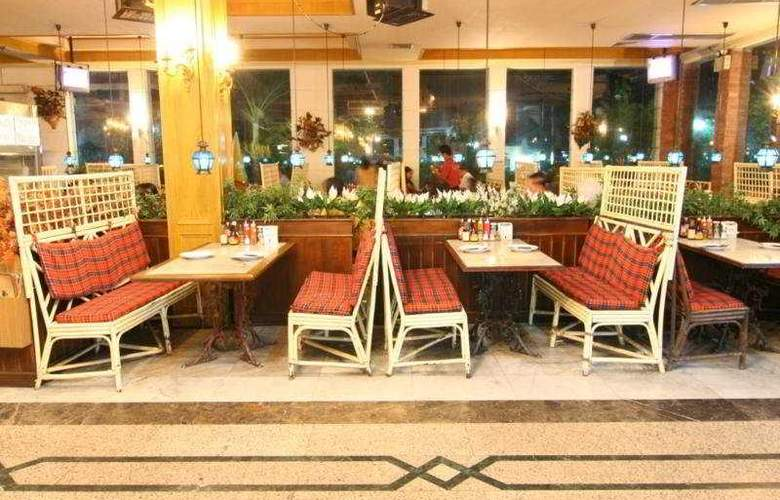 13 Coins Resort Yotin Pattana - Restaurant - 7