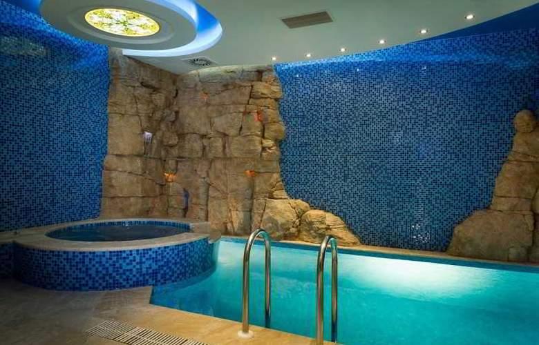 Forum - Pool - 1