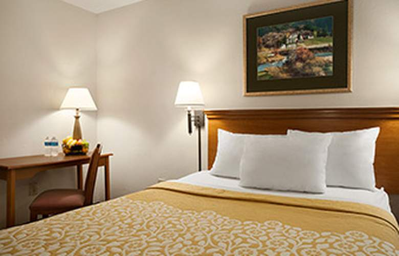 Days Inn Alexandria - Room - 9