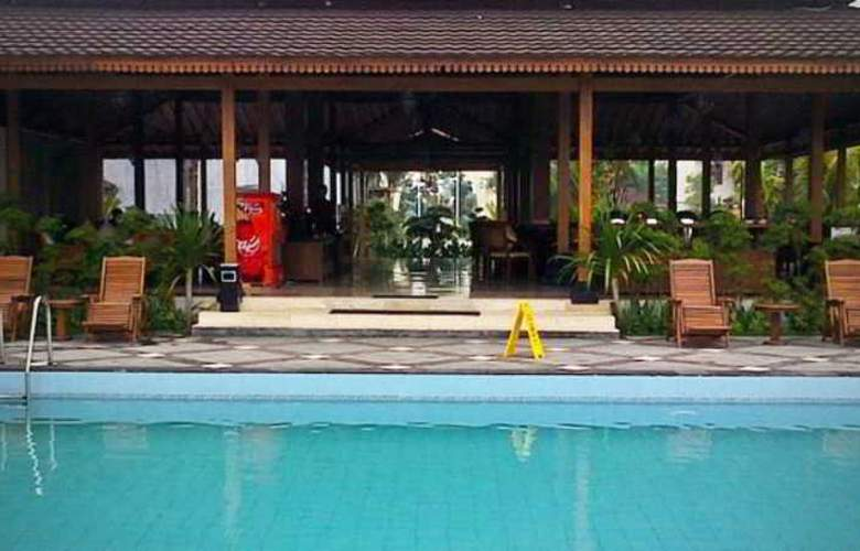 The Gambir Anom Hotel Solo - Pool - 1
