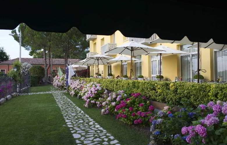 Viktoria Palace - Hotel - 3