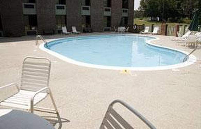 Comfort Inn (Rocky Mount) - Pool - 5