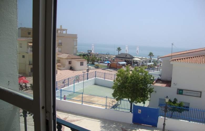 Cabello - Terrace - 2