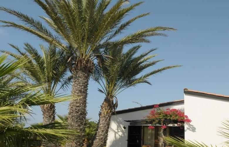 Kermia Beach Bungalow Hotel - Hotel - 6