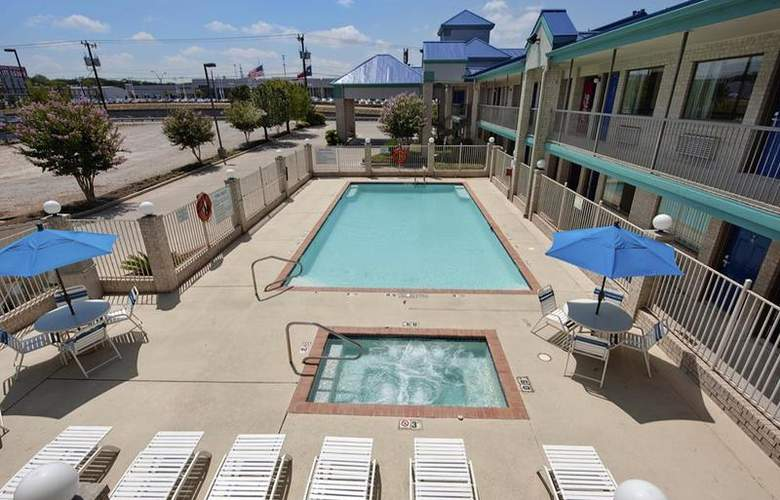 Best Western Garden Inn - Pool - 46