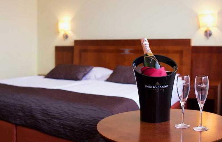 Luxury Family Hotel Bílá Labut - Room - 60