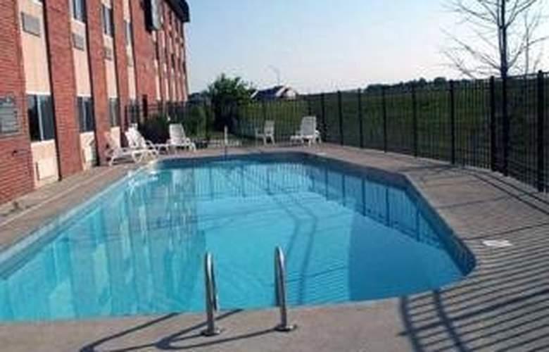 Quality Inn & Suites East - Pool - 3