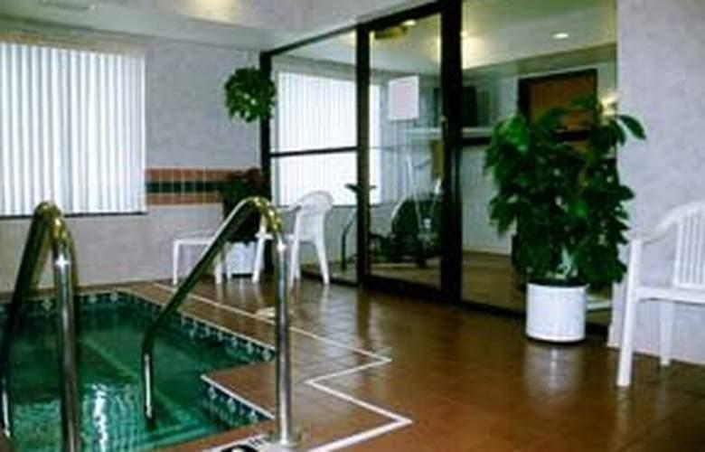 Comfort Inn - Pool - 3
