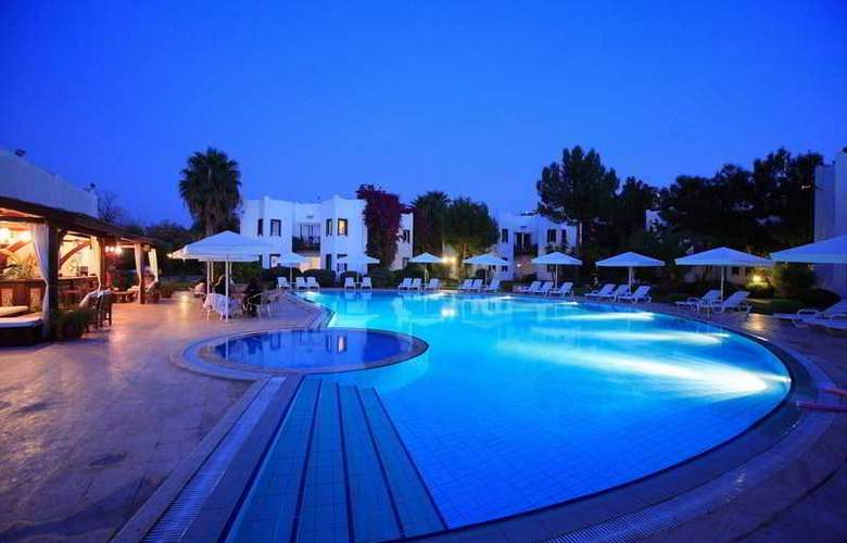 Princess Artemisia Hotel - Pool - 22