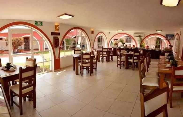 Hotel Hacienda Inn Aeropuerto - Restaurant - 27