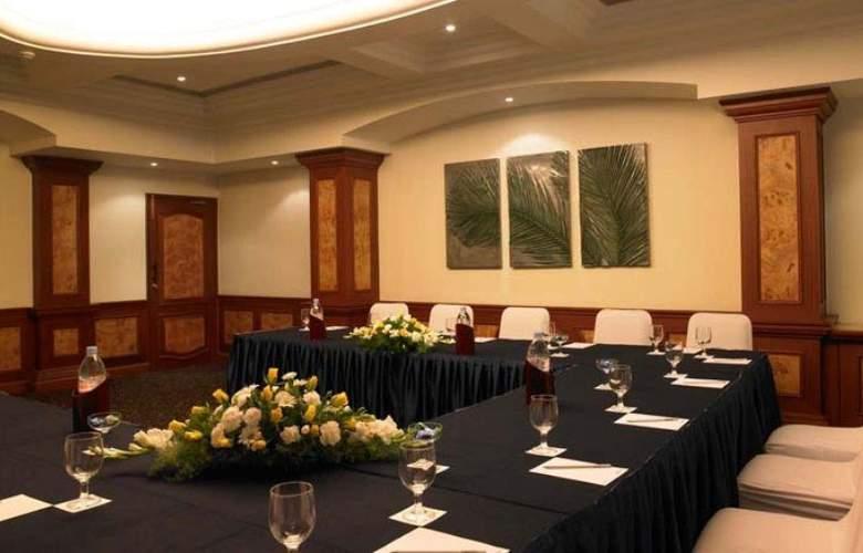 Zuri Whitesands - Conference - 8