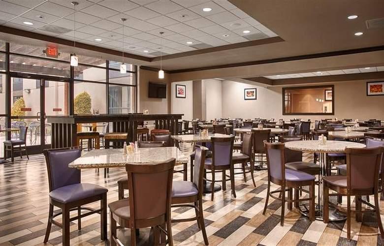 Best Western Plus Hotel & Conference Center - Restaurant - 84