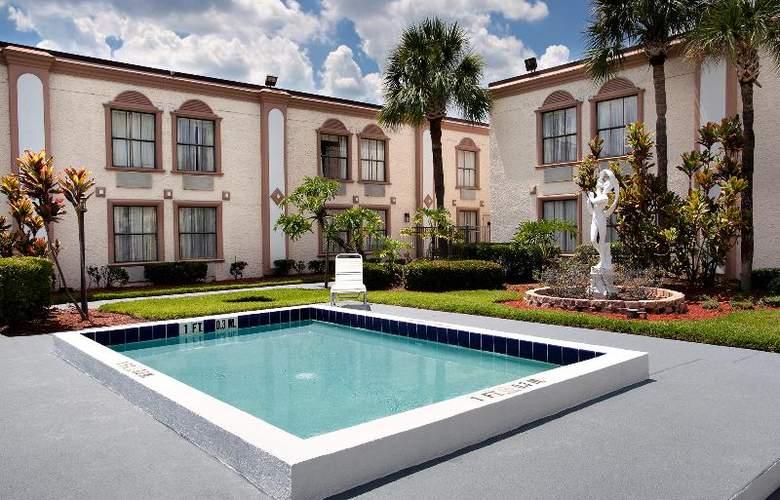 La Quinta Inn International Drive North - Pool - 34
