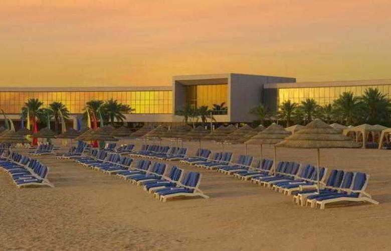 Hilton Kuwait Resort - Beach - 24