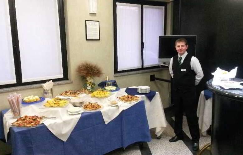 Pacific Airport - Restaurant - 7
