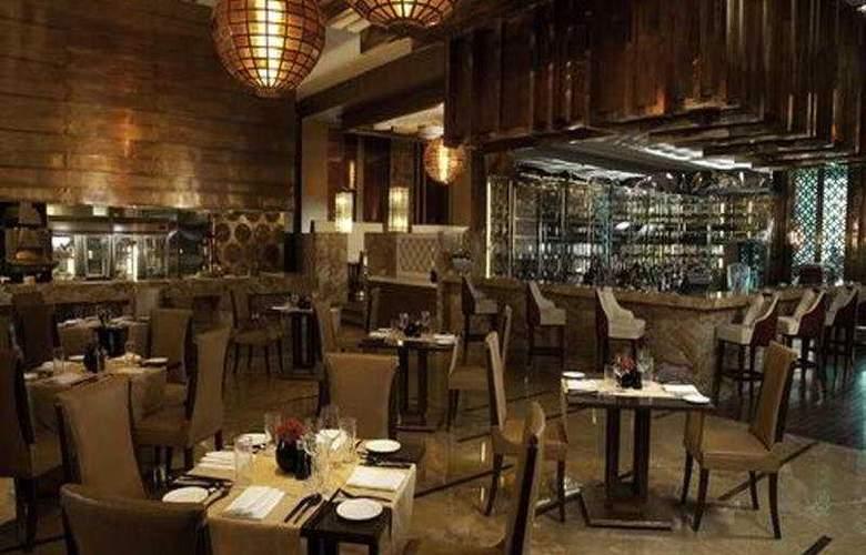 Crowne Plaza New Delhi Okhla - Restaurant - 14