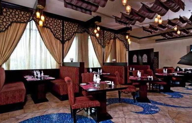 Al Jawhara Gardens - Restaurant - 15