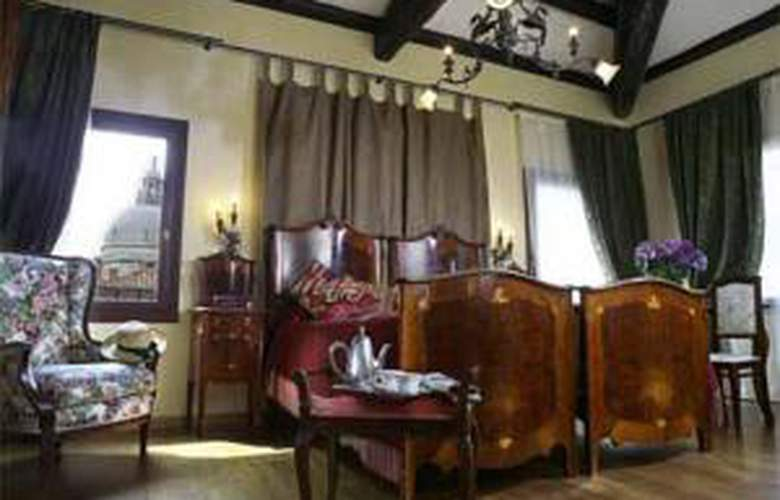 FLORA - Hotel - 0