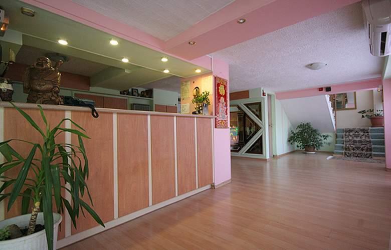Airport Hotel Les Amis - Hotel - 3