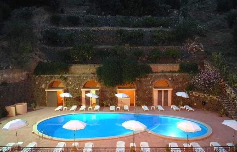 Hotel Isola Bella - Pool - 3