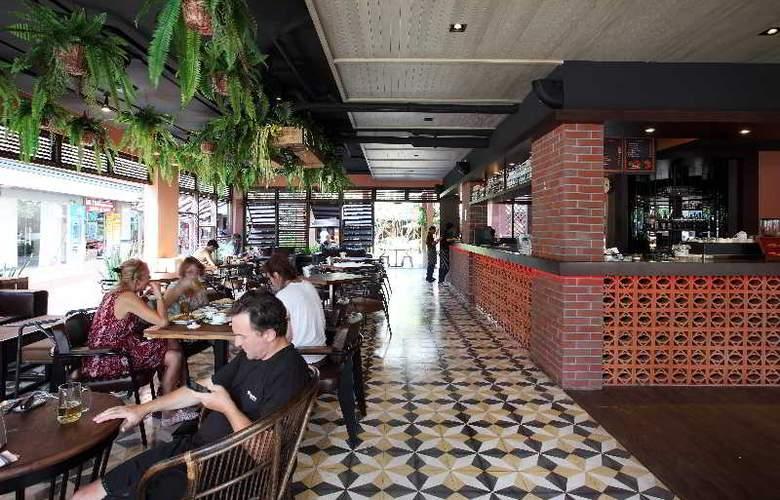 Rambuttri Village Inn & Plaza - Restaurant - 6
