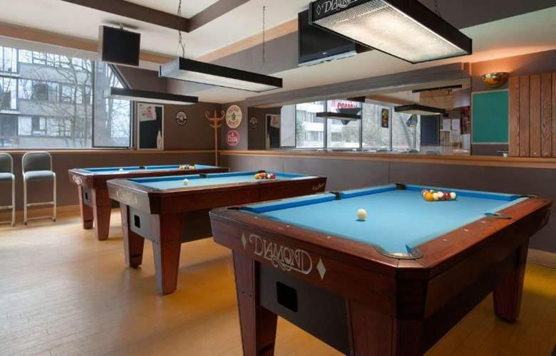 Coast Plaza Hotel & Suites - Sport - 8