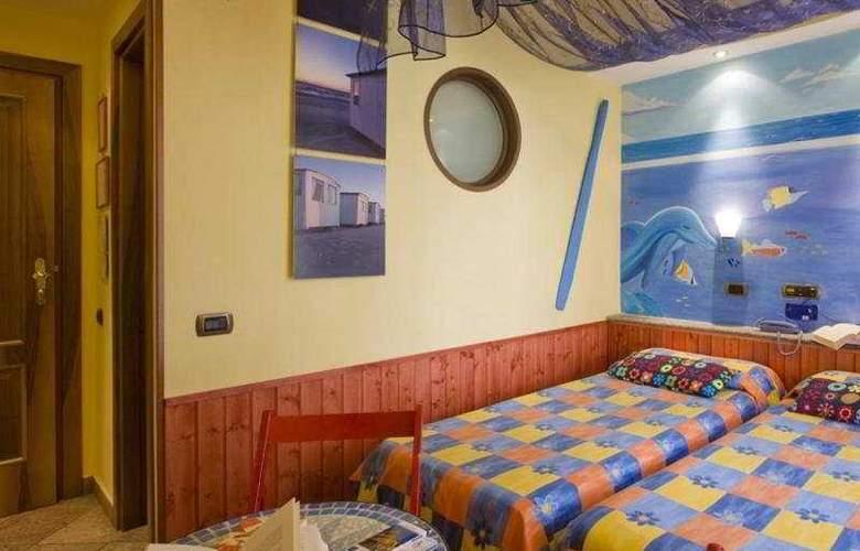Europeo & Flowers - Sea Hotels - Room - 5
