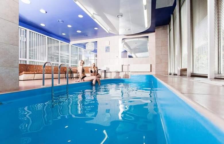 Best Western Vilnius - Pool - 3