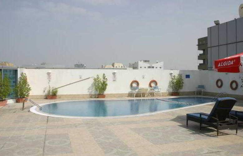 Holiday Inn Sharjah - Pool - 15