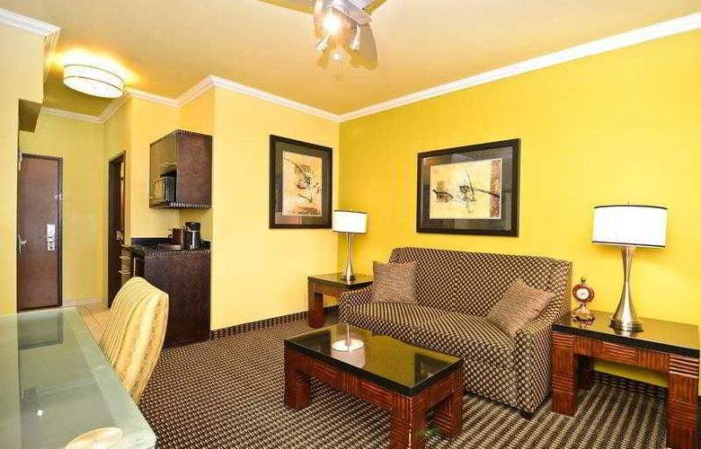 Best Western Plus Christopher Inn & Suites - Hotel - 50