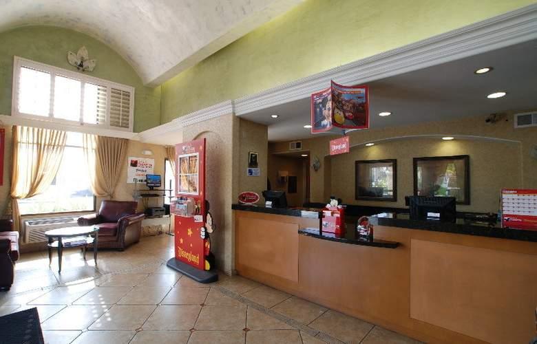 Comfort Inn Maingate - General - 2