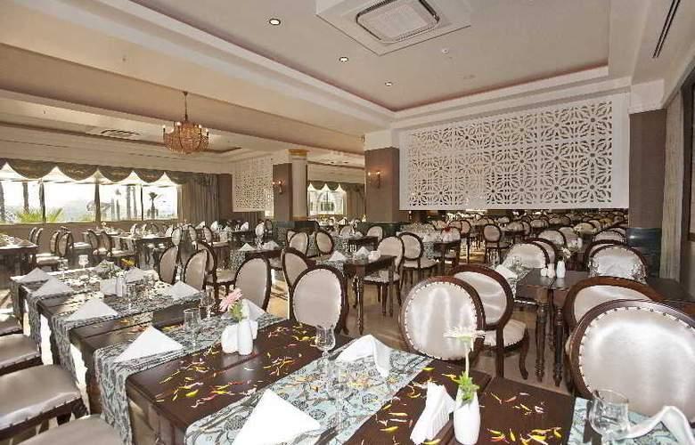 Crystal Sunset Luxury Resort & Spa - Restaurant - 21