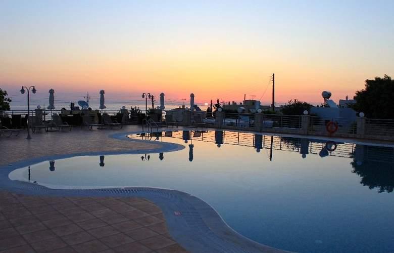 Pilot´s Villas Luxury Suites - Pool - 12