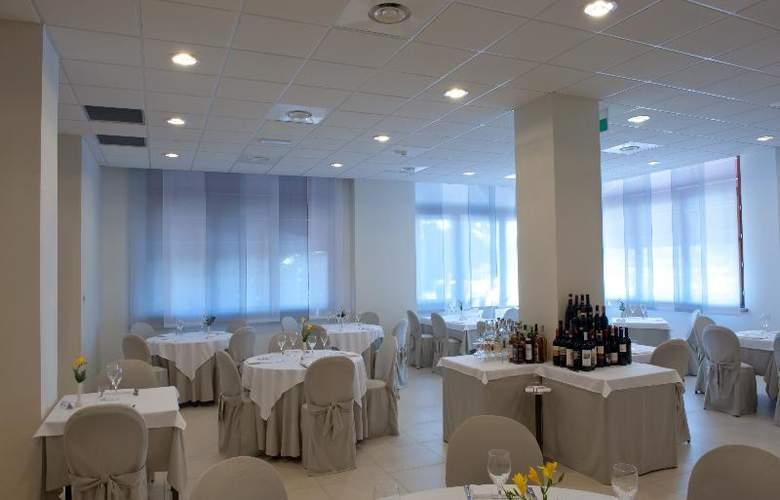 Best Western Cristallo - Restaurant - 85