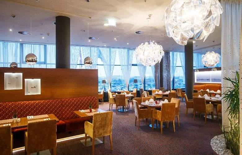 Crowne Plaza St. Petersburg Airport - Restaurant - 14